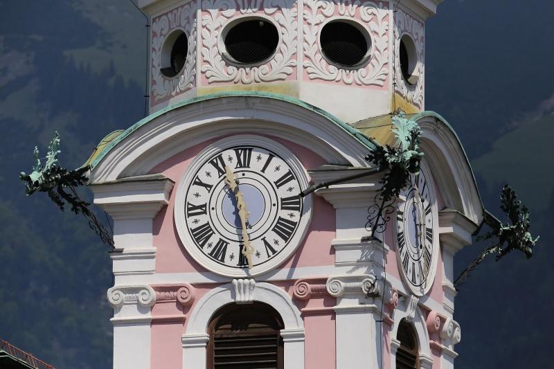 Reçu un beau diapo....Les horloges et pendules des rues..... - Page 24 Hor_in10