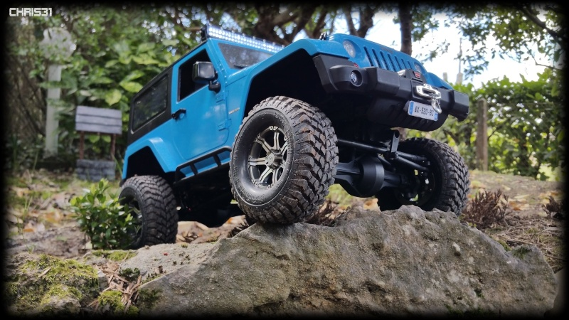 [Axial SCX10] Chris Customs.  Jeep Wrangler Hydro Blue 910