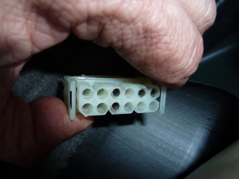 Installer des fauteuils à réglage électrique. P1030825