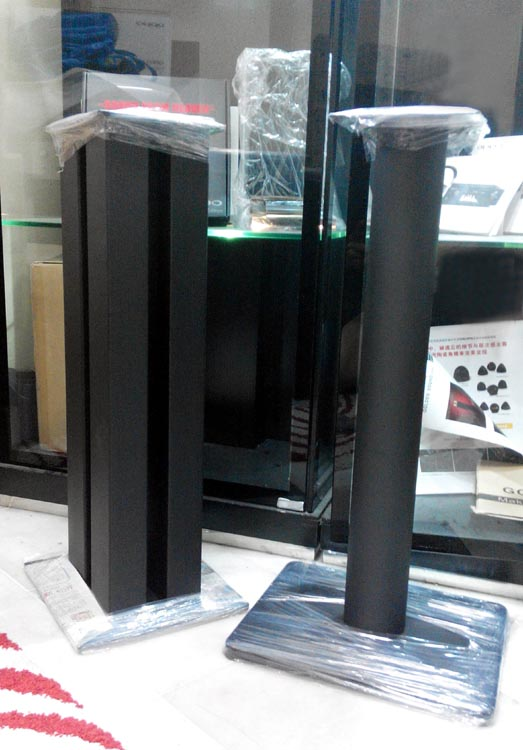 Speaker Stand 2Ft Tall with Spikes, customizable. Round Pillar / 4-Columns Stand110