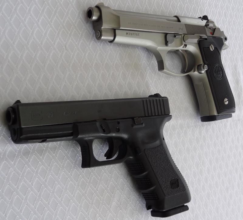 """Side by Side: Beretta """"92FS Inox"""" vs Glock """"G22 gen 3""""  0-gloc10"""