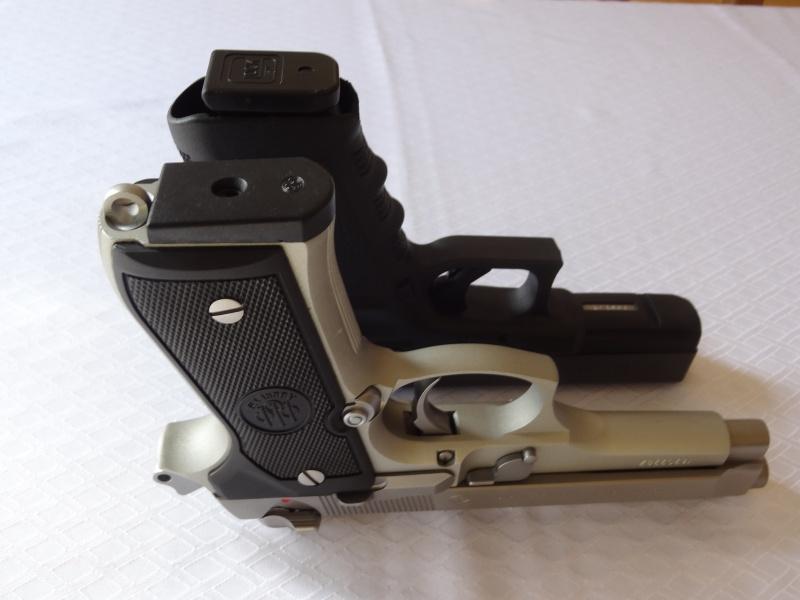 """Side by Side: Beretta """"92FS Inox"""" vs Glock """"G22 gen 3""""  11-bot10"""
