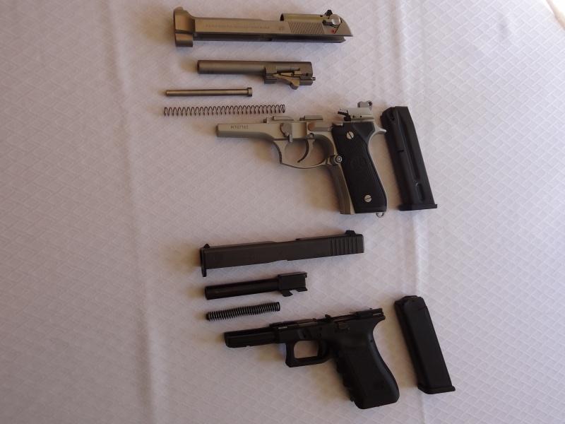 """Side by Side: Beretta """"92FS Inox"""" vs Glock """"G22 gen 3""""  12-fie10"""