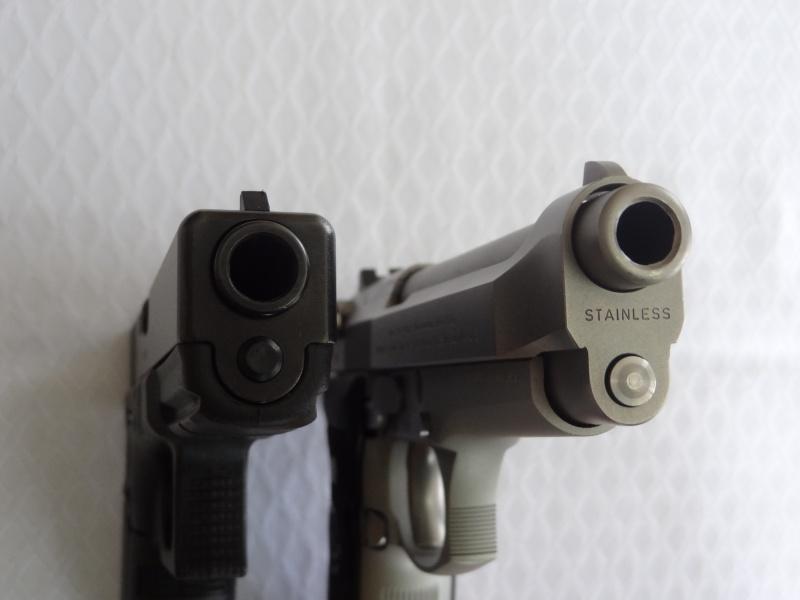 """Side by Side: Beretta """"92FS Inox"""" vs Glock """"G22 gen 3""""  20-muz10"""