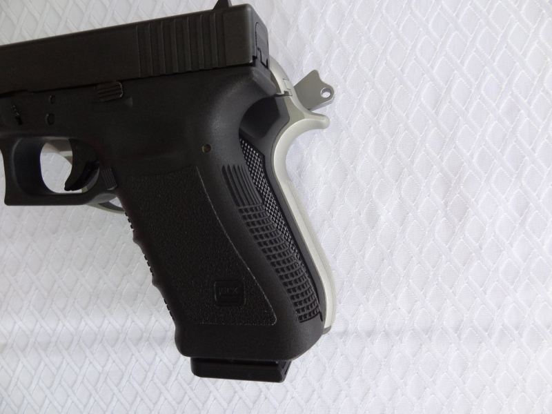 """Side by Side: Beretta """"92FS Inox"""" vs Glock """"G22 gen 3""""  22-bac10"""