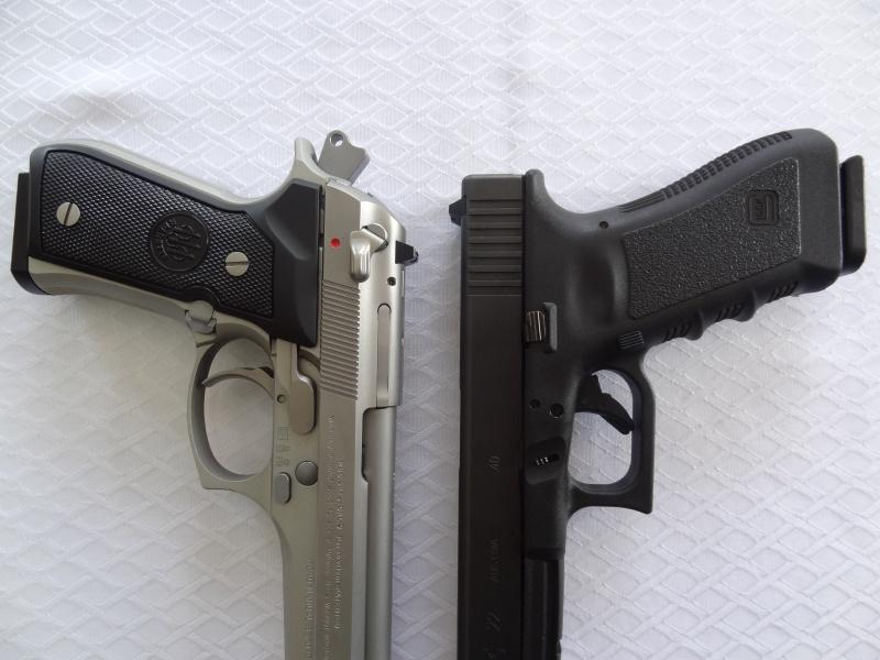 """Side by Side: Beretta """"92FS Inox"""" vs Glock """"G22 gen 3""""  23-gri10"""