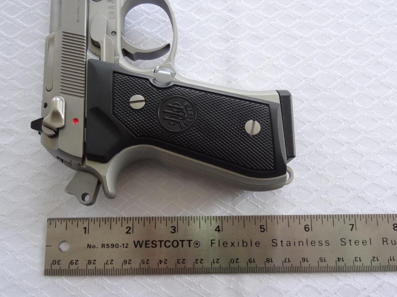 """Side by Side: Beretta """"92FS Inox"""" vs Glock """"G22 gen 3""""  32-ber10"""