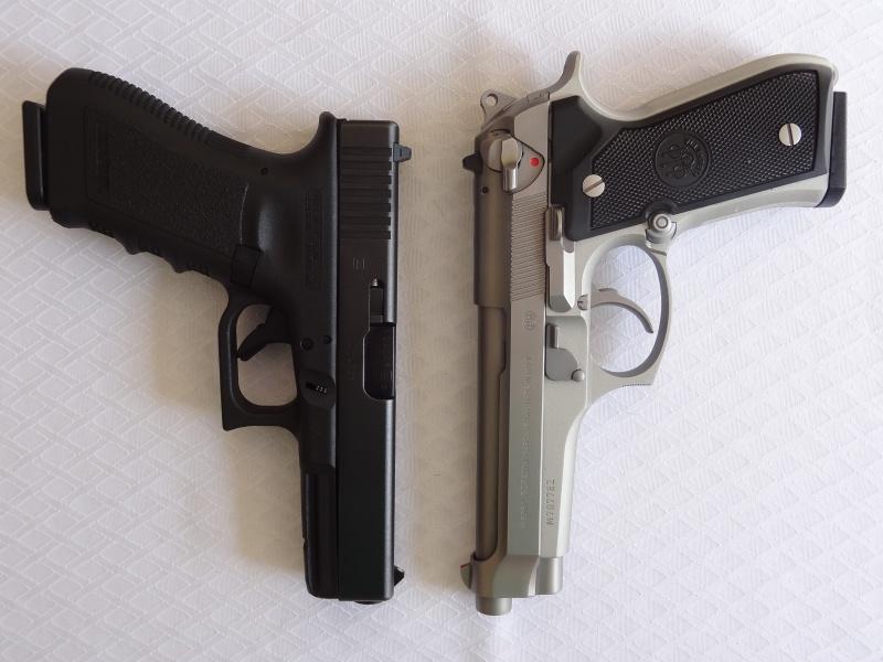 """Side by Side: Beretta """"92FS Inox"""" vs Glock """"G22 gen 3""""  4-barr10"""
