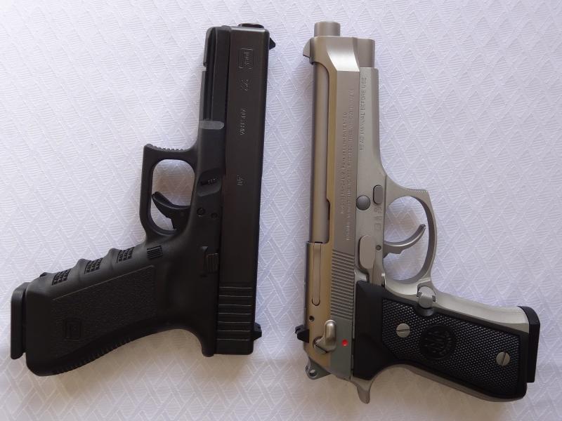 """Side by Side: Beretta """"92FS Inox"""" vs Glock """"G22 gen 3""""  5-barr10"""