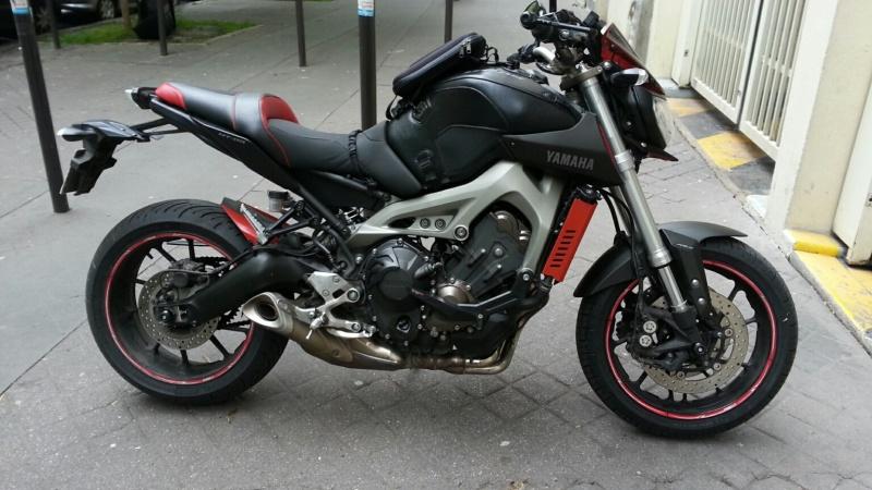 MT 09 MOTO CAGE : Mat Grey noire et rouge ;-) - Page 2 Dsc_0613
