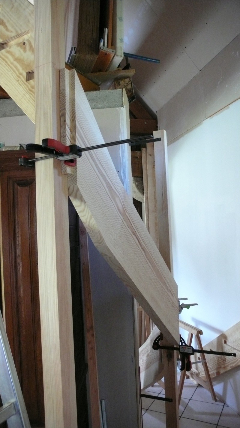 Escalier provisoire devenu définitif en pin sylvestre, à double balancements - Page 3 Image35