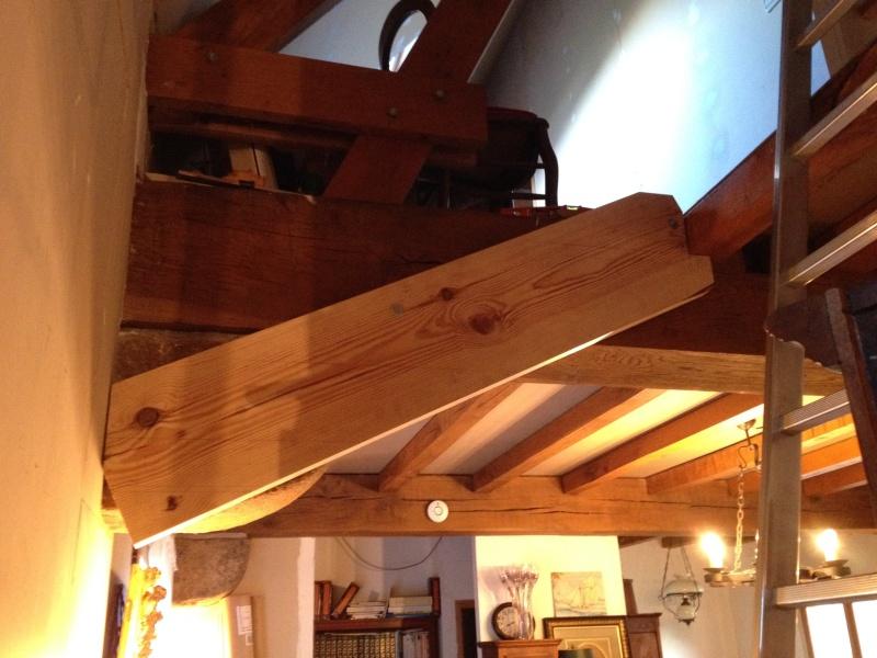 Escalier provisoire devenu définitif en pin sylvestre, à double balancements Img_0812