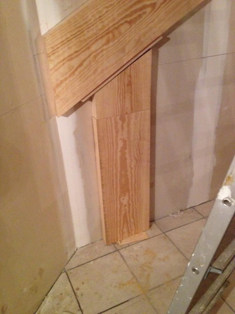 Escalier provisoire devenu définitif en pin sylvestre, à double balancements Img_0819