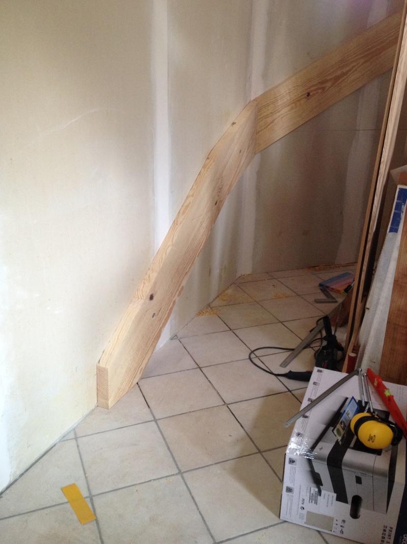 Escalier provisoire devenu définitif en pin sylvestre, à double balancements Img_0823