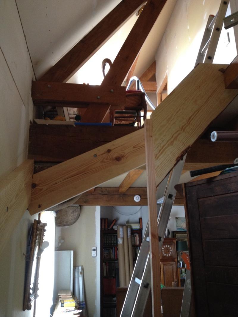 Escalier provisoire devenu définitif en pin sylvestre, à double balancements - Page 2 Img_0824