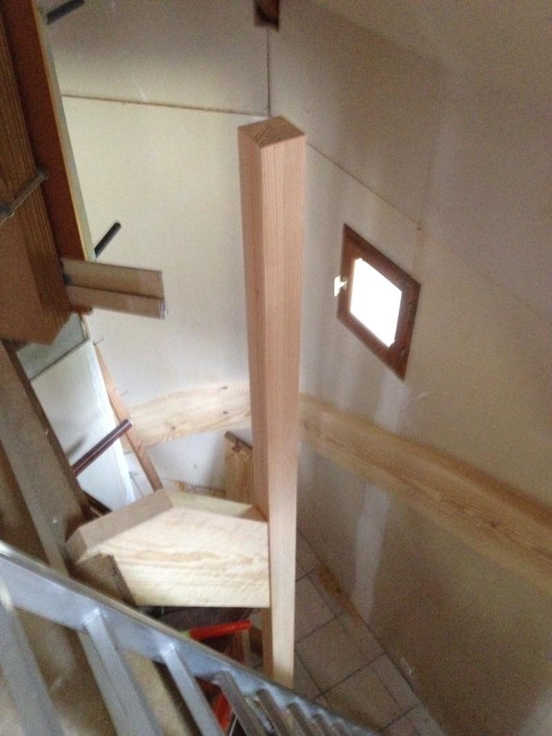 Escalier provisoire devenu définitif en pin sylvestre, à double balancements - Page 2 Img_0829