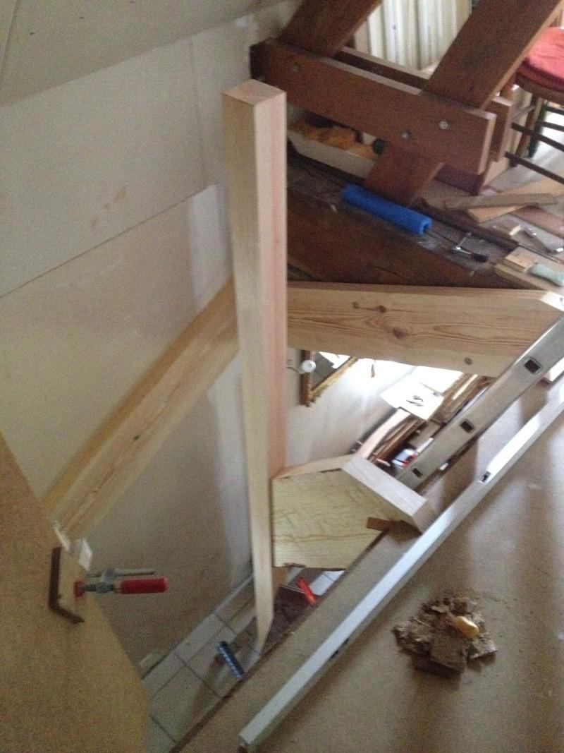 Escalier provisoire devenu définitif en pin sylvestre, à double balancements - Page 2 Img_0830