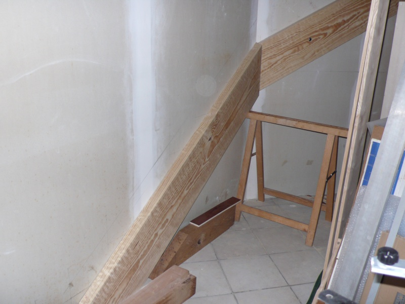 Escalier provisoire devenu définitif en pin sylvestre, à double balancements L1040518