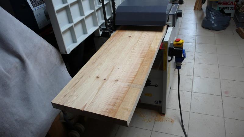 Escalier provisoire devenu définitif en pin sylvestre, à double balancements - Page 2 L1040524