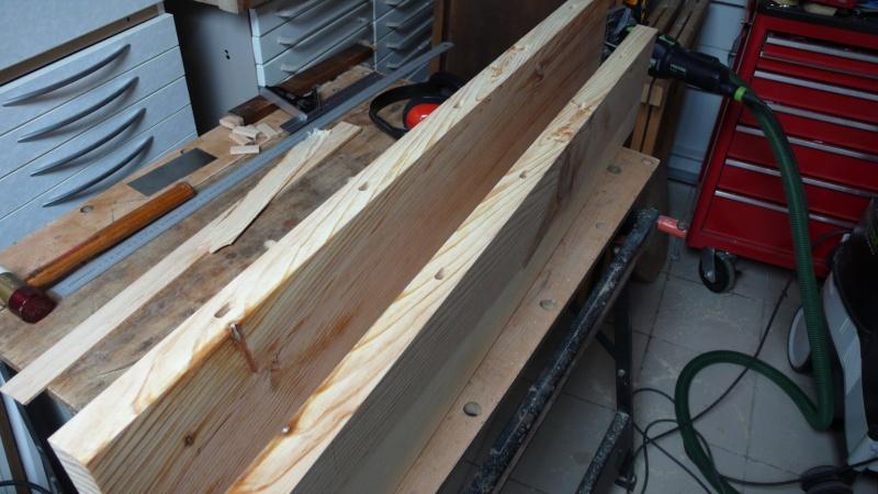 Escalier provisoire devenu définitif en pin sylvestre, à double balancements - Page 2 L1040525