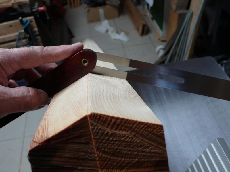 Escalier provisoire devenu définitif en pin sylvestre, à double balancements - Page 2 L1040538