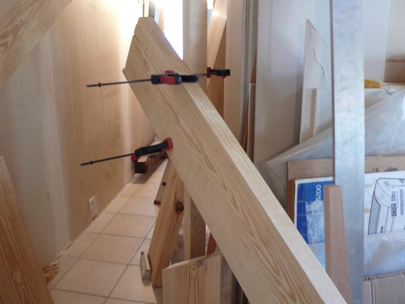 Escalier provisoire devenu définitif en pin sylvestre, à double balancements - Page 2 L1040540