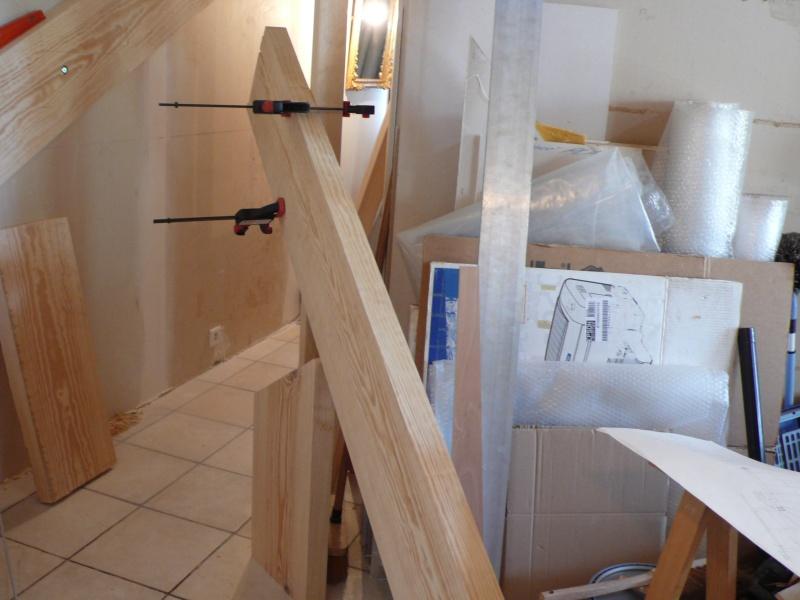 Escalier provisoire devenu définitif en pin sylvestre, à double balancements - Page 2 L1040541