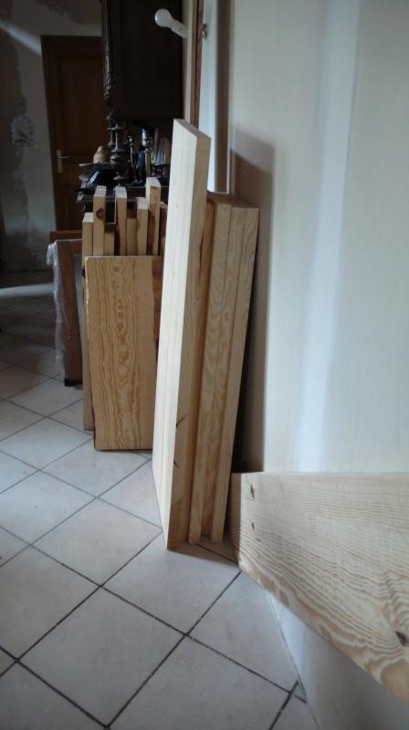 Escalier provisoire devenu définitif en pin sylvestre, à double balancements - Page 2 L1040620