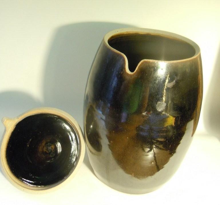 Stoneware box shaped Acorn Oak signed Dscn8811