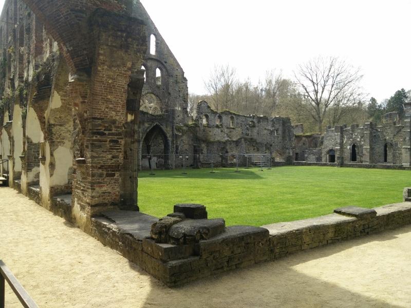 Balade dans l'Abbaye de Villers-La-Ville  Img_2041