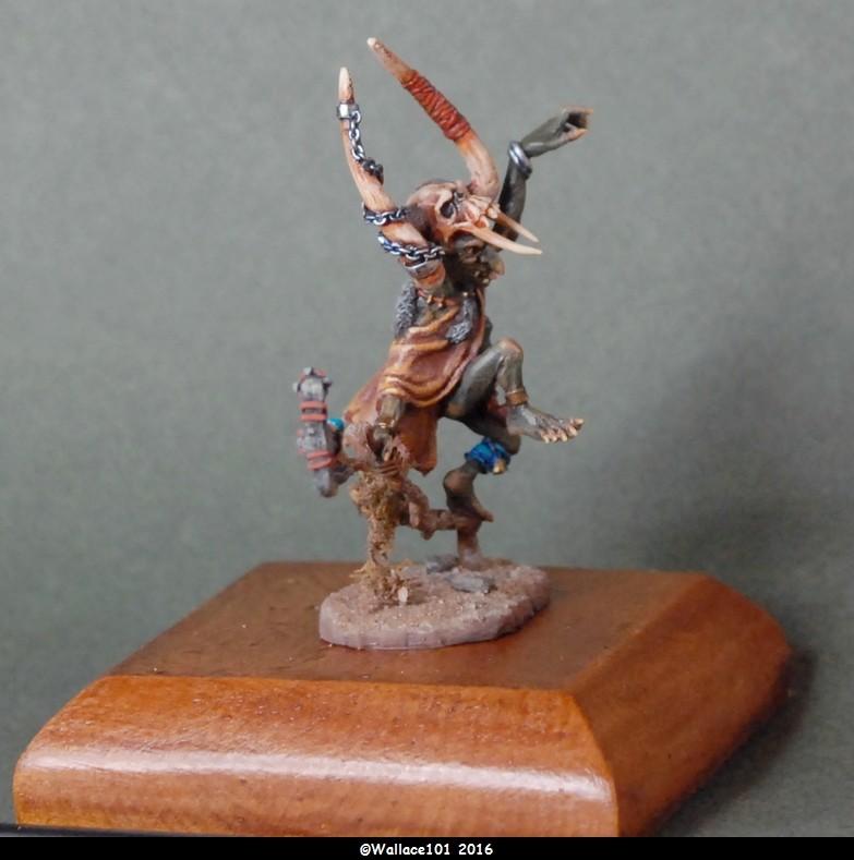 Gozbog: chaman gobelin  Andréa Miniatures 54mm  (Acryliques) Socle de présentation Dsc_0065