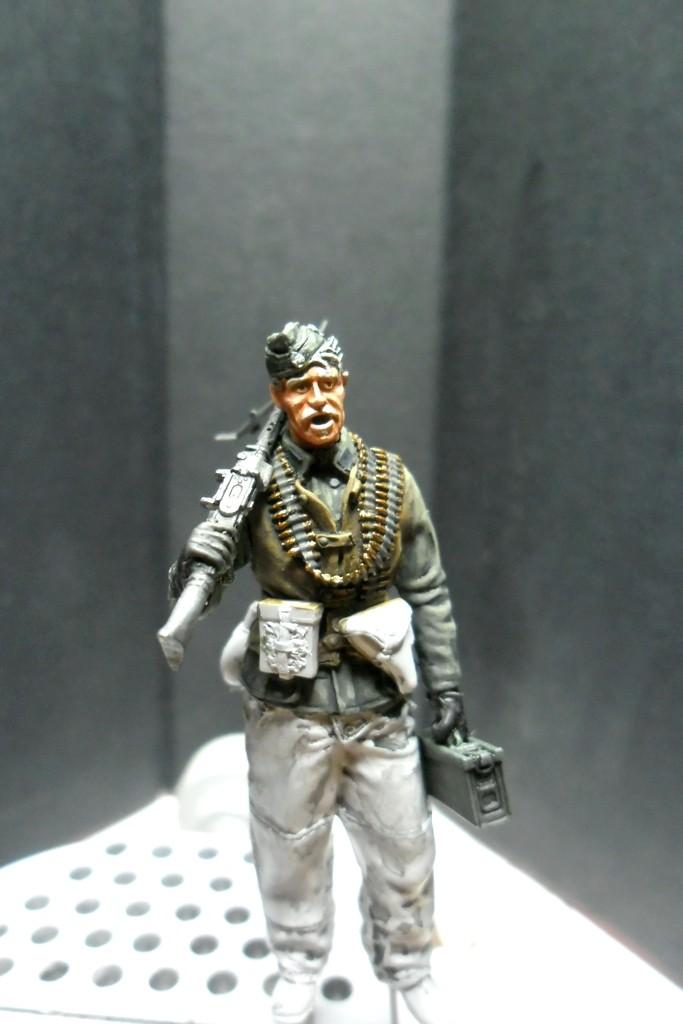 MG34 gunner Darius Minatures 1/35 terminé ! - Page 2 Mg34_010