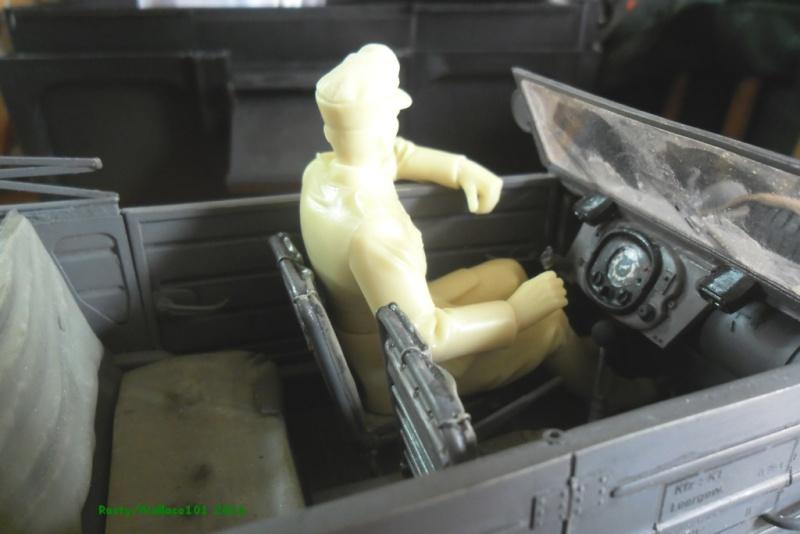"Kübelwagen Crew ""Chauffeur"" 120mm Verlinden (Acryliques) FINI! Sam_0039"