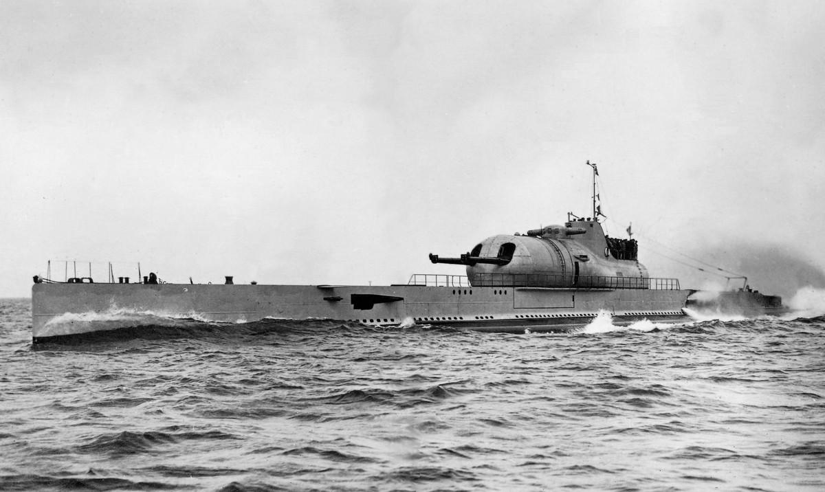 Croiseur sous marin SURCOUF Réf 81014 Surcou38