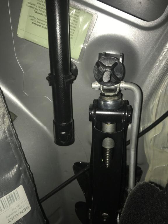 comment fixer le cric pentographe dans le Duster de 2stair Img_7417