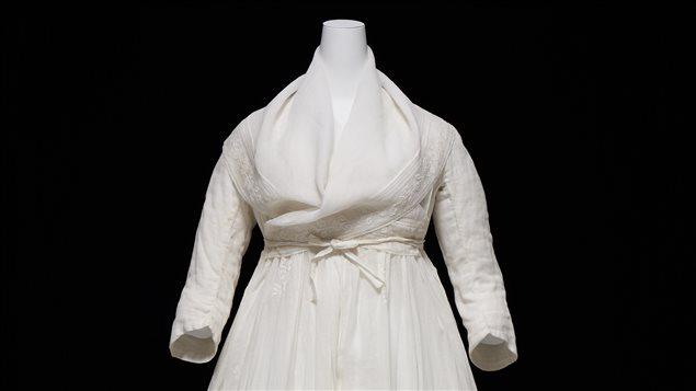 Revisiter le XVIIIème siècle à travers une robe blanche 16052510