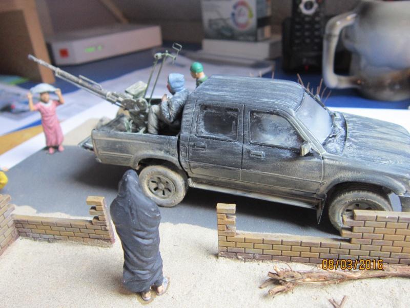 Pick up w/ZPU-1 + figurines [1/35° de MENG] Img_4136
