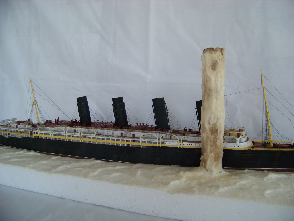 Diorama du torpillage du RMS Lusitania 1/350 Gunze Sangyo - Page 2 100_9315