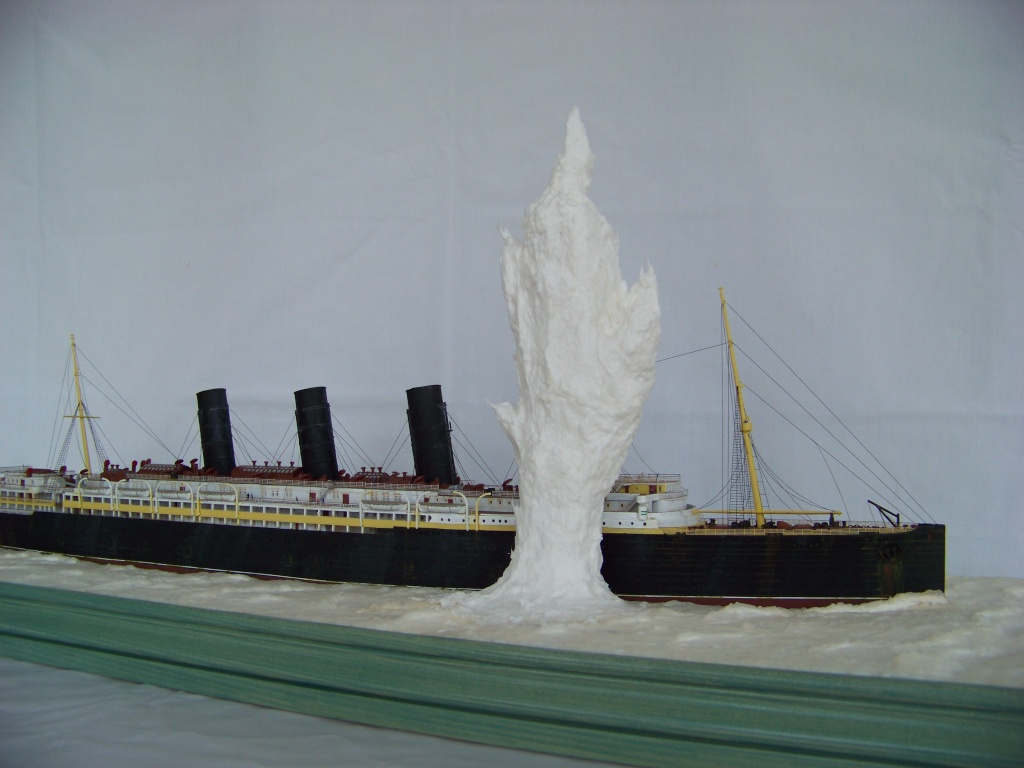 Diorama du torpillage du RMS Lusitania 1/350 Gunze Sangyo - Page 2 100_9317