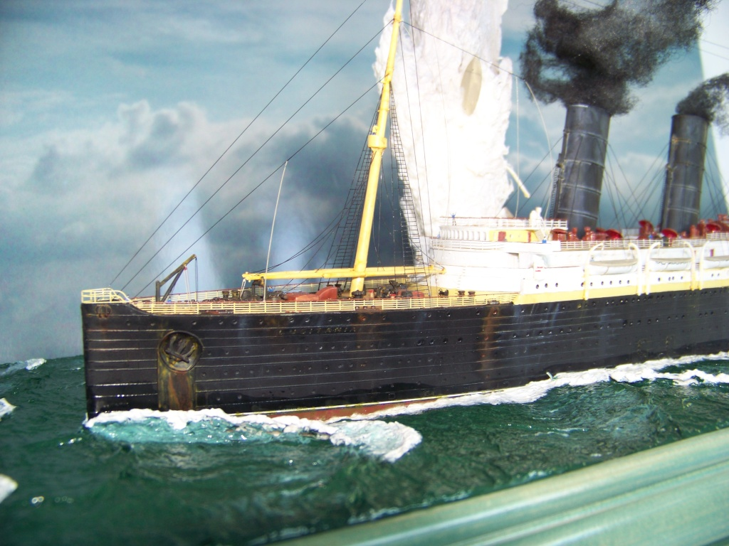 Diorama du torpillage du RMS Lusitania 1/350 Gunze Sangyo - Page 4 100_9336