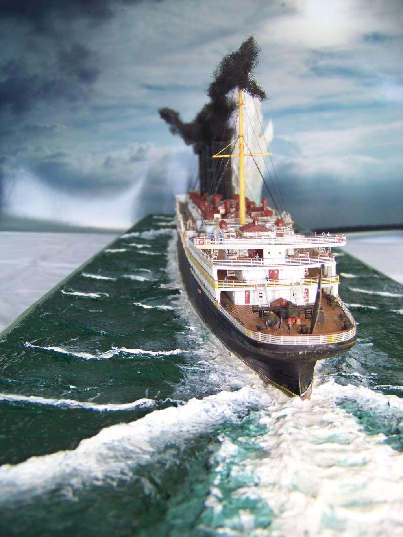 Diorama du torpillage du RMS Lusitania 1/350 Gunze Sangyo - Page 4 100_9339