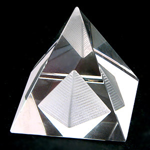 Магическая пирамида – необходимый атрибут мага 03048610