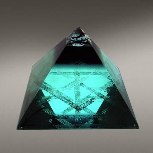Феномен пирамидальных конструкций  S8871910