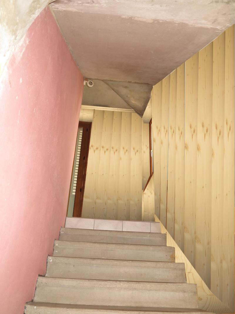 escalier en cours de relooking lambris naturel clair esprit vacances Notre_11