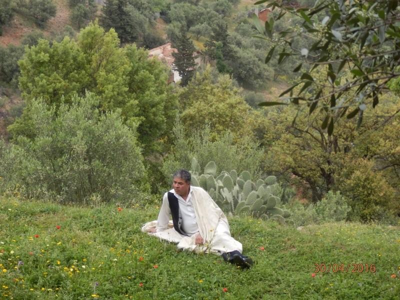 Ali Belhout  chanteur-militant de la cause Kabyle Ae10