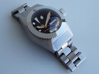 Enfin une montre pour faire la vaisselle .... Helber10
