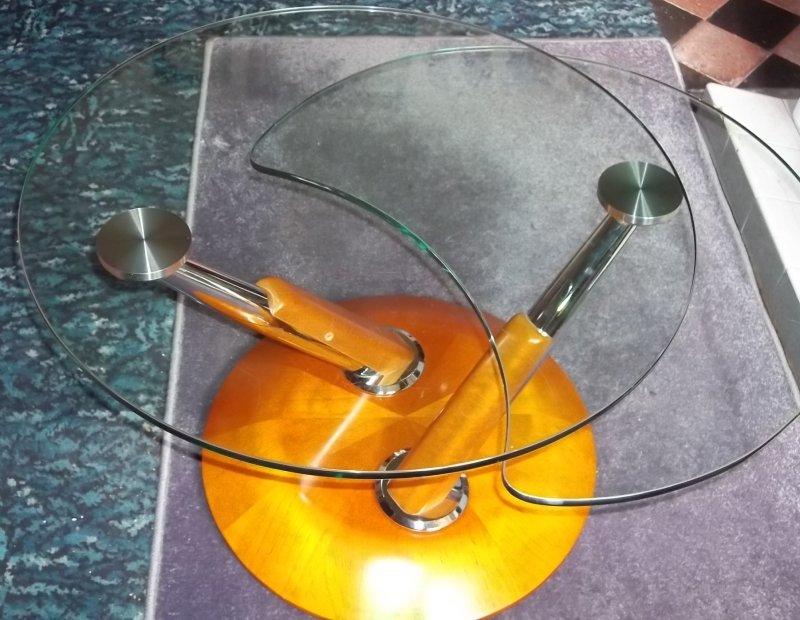 Oddball glass coffee table, any ideas? 100_2936