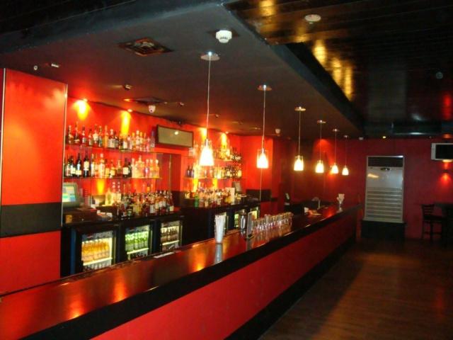 Mais à quoi il ressemble, ton bar? Z-club11