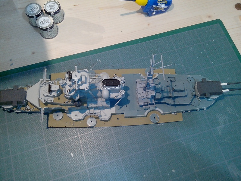 Bismarck par HellCat76 1/350 Academy, kit eduard - Page 7 Img_2037
