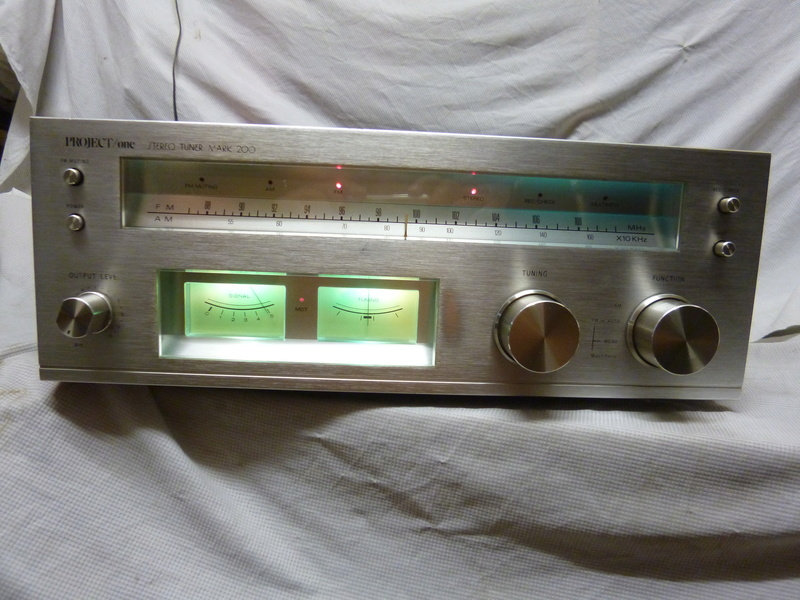 Vintage Project One Mark 200 Solid State Stereo Tuner-SOLD P1020813
